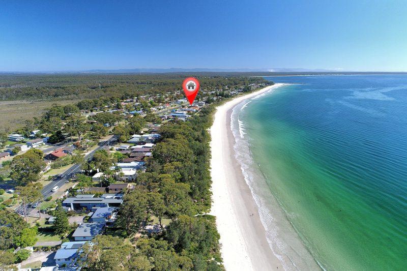 Poseidons Hideaway- Beachfront Position! : image