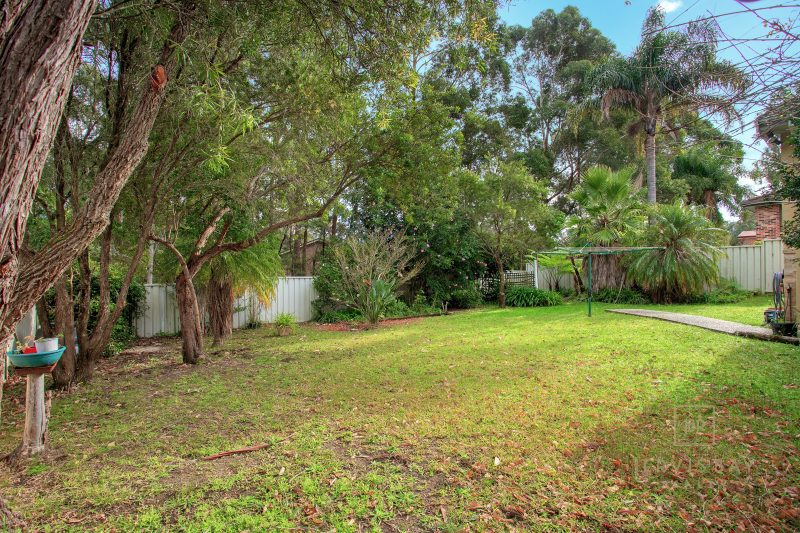 Family Home Backing onto Reserve Land : image